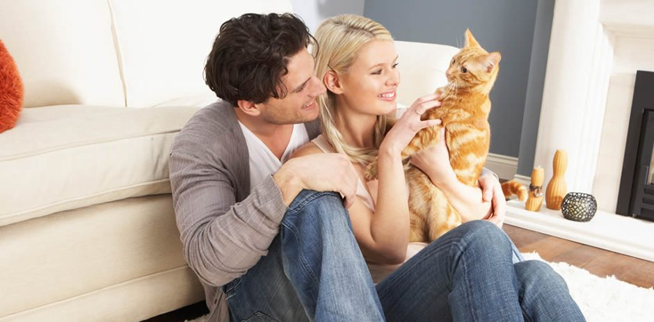 couple_with_cat